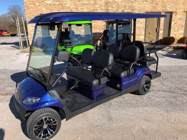 Blue Six Seater Golf Cart For Rent in Destin